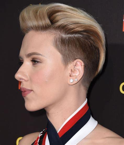 2015 scarlett johansen short hair 2015 scarlett johansson shows off her edgy new style all