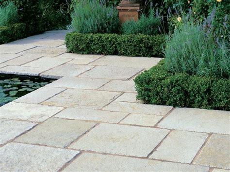 pavimenti in tufo utilizzo dei blocchi di tufo materiali per giardini