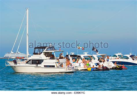 chicago scene boat party pictures chicago scene boat party playpen oak street beach play
