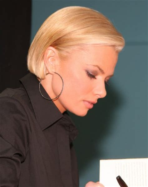 behind the ears bob haircut jaime pressly s chic short bob with the sides tucked back