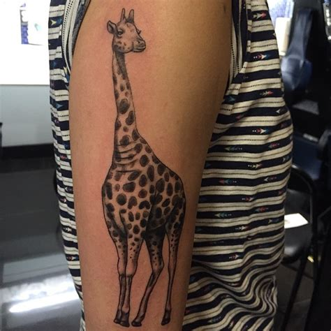 giraffe tattoo meaning 50 giraffe meaning and designs