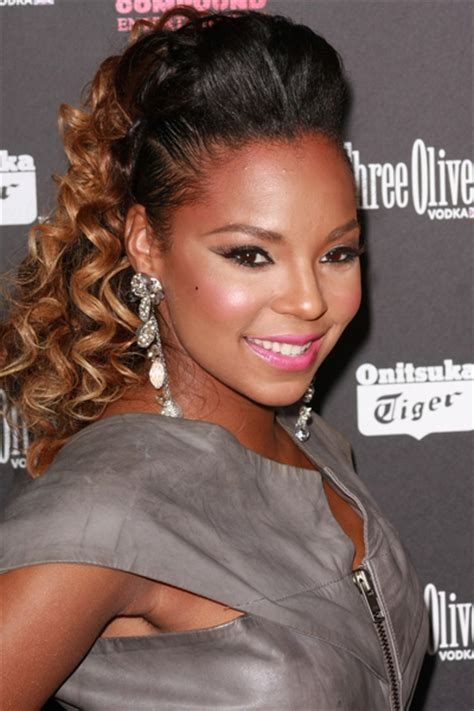 ashanti shows   cropped cut  set     video