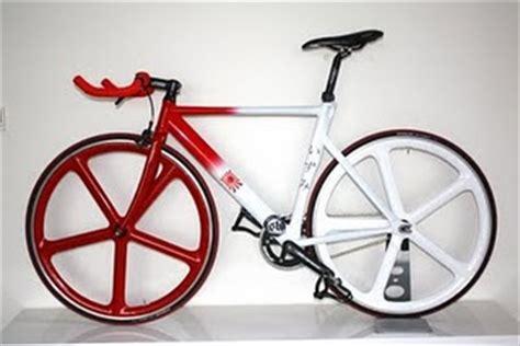 Sepeda Fixie Warna Merah Maroon sepeda fixie warna merah putih sepeda style