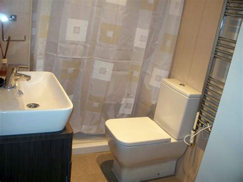 bathroom with 2 entrances single room with private entrance and own bathroom in