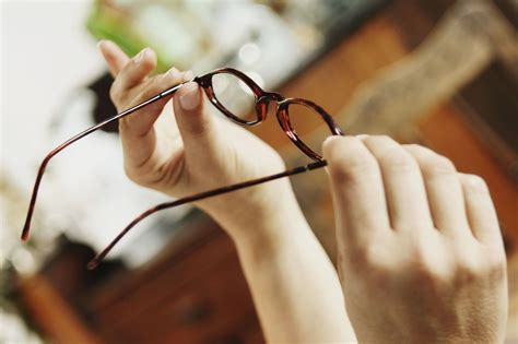 how to clean eyeglasses on the cheap