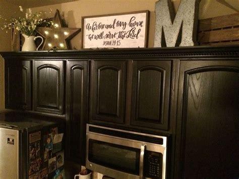 top kitchen cabinet decorating ideas best 25 cabinet top decorating ideas on top