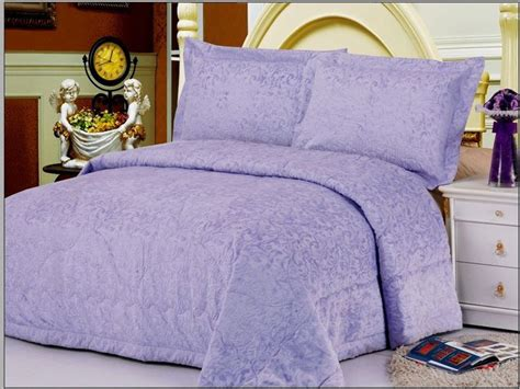 purple quilts and coverlets 23 best images about bedspreads and comforters on