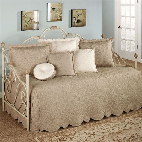 daybed coverlet adorable bedding for daybeds homesfeed