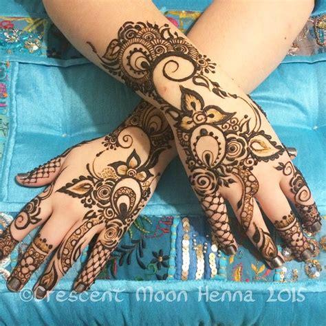 henna tattoo chicago hire crescent moon henna henna tattoo artist in chicago