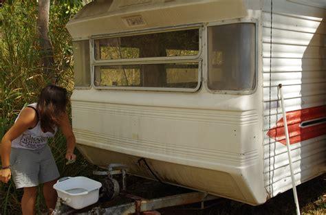 Restaurer Un Mobil Home by Mission Helpx R 233 Nover Une Caravane