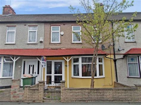 3 bedroom house for sale in east ham lonsdale avenue east ham 3 bedroom terraced for sale e6