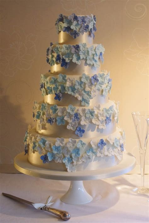 hydrangea cake hydrangea wedding cake cake maison bridesmagazine co uk