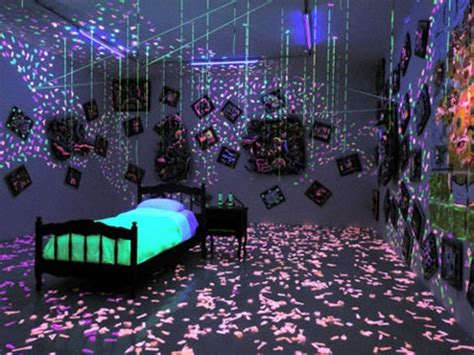 Blacklight Bedroom Decor by Glow In The Room Things I Want Awesome