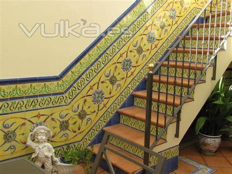 zocalo azulejo andaluz foto escalera con azulejos andaluces
