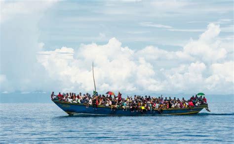 refugee boat australia capsize of refugee boats in the mediterranean