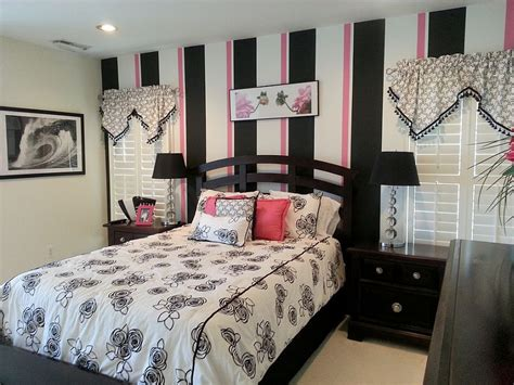pink and white striped bedroom walls 20 trendy bedrooms with striped accent walls