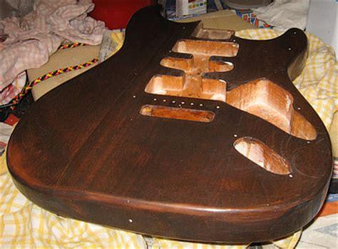 Lackierte Gitarre Polieren by Gitarre