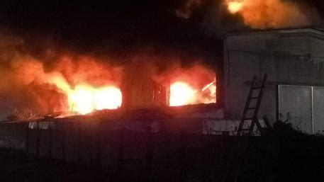 ultim ora pavia incendio pavese chiusi negozi e aziende ultima ora