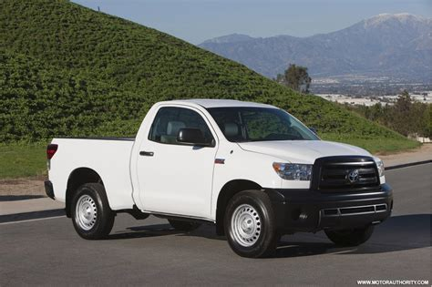 books on how cars work 2010 toyota tundramax lane departure warning toyota rolls out 2010 tundra with new 4 6l v8