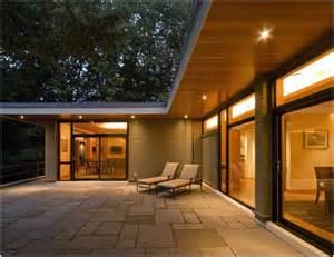 Flat Roof Overhang 1000 Soffit Ideas On Kitchen Soffit 70s