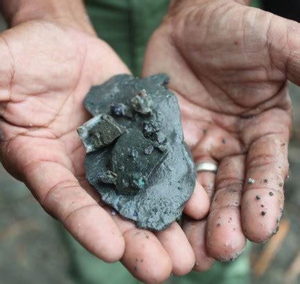 Cadas Kalimaya di tambang batu akik kalimaya