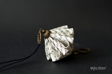 Paper Jewellry - book paper necklace paper jewelry paper origami