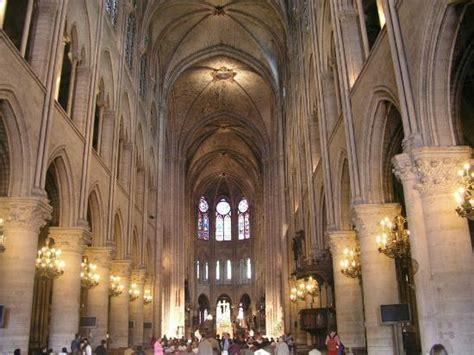 notre dame de interno navata centrale foto di cattedrale di notre dame parigi