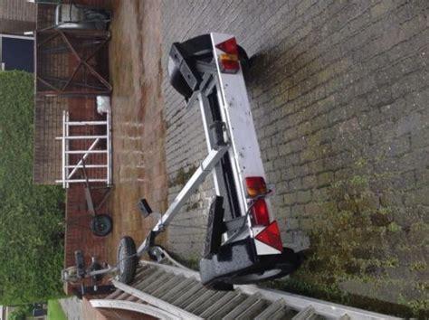 bootje en motor bootje met trailer en buitenboord motor 5pk advertentie