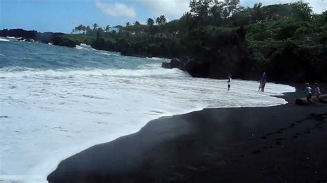 arena negra hawaii playa de arena negra youtube