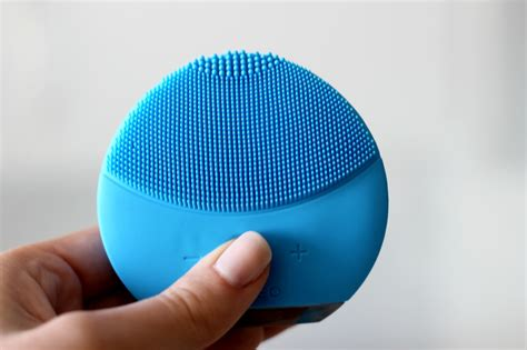 foreo mini 2 t sonic cleansing device blue 100