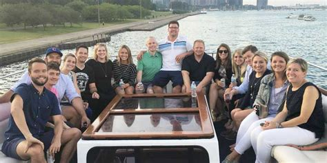 party boat rental chicago chicago boat rental book a chartered yacht and cruise