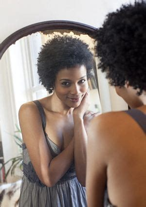black woman looking in mirror kinky curly nikki 10 things they don t tell you about