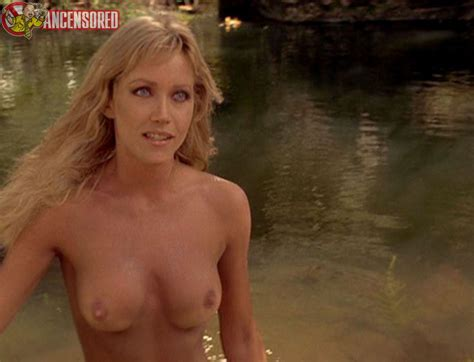 Tanya Roberts Sheena Bathing Hot Girls Wallpaper