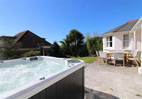 Cottages For 8 With Tub by Cottages Sleeps 8 Cottages