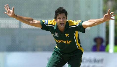 best swing bowler in the world top 10 bowlers with most wickets in world cup