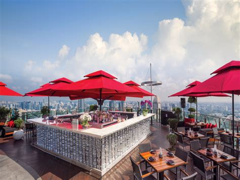 bar on top of marina bay sands skypark restaurants and bars fine dining with a view