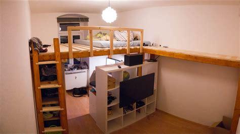 nachttisch für hochbett hellbraune wandfarbe