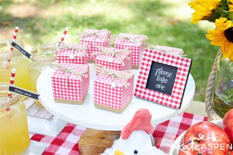 Coed Baby Shower Favors by How To Throw A Relaxed Co Ed Baby Q Kate Aspen