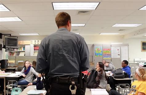 School Officer by What S The Of A School Resource Officer In School