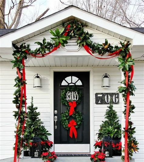 front door christmas decorations ideas 38 stunning christmas front door d 233 cor ideas digsdigs