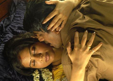 Film India Hot Romantis | tamil movie mayanginen thayanginen hot stills beautiful