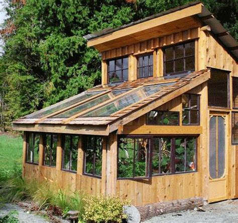 Eco Art: Amateur artist built eco friendly greenhouse from
