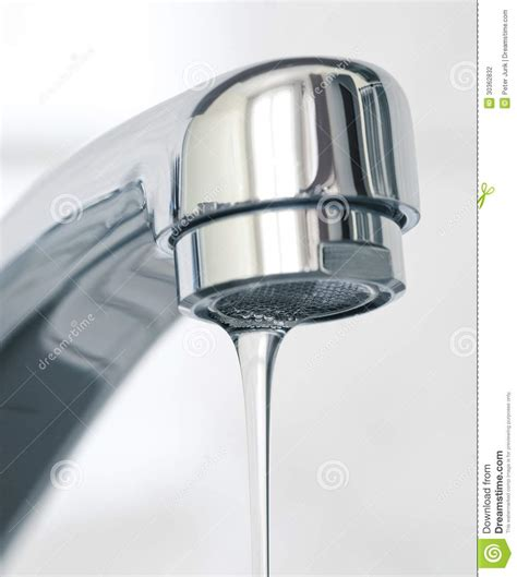 acqua di rubinetto acqua che scorre dal rubinetto di acqua fotografia stock