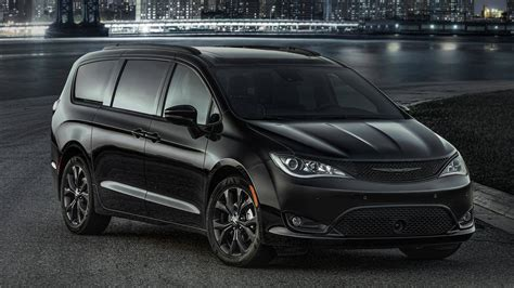 chrysler minivan 2018 chrysler pacifica minivan suits up with s appearance