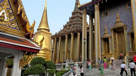 thai palace wat phra kaew grand palace bangkok thailand