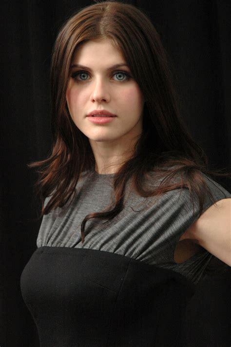 Vanity Fair Actresses by Digitalminx Com Actresses Alexandra Daddario Page 1