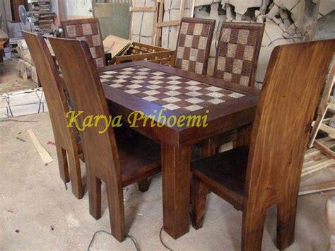 Meja Makan Satu Set set meja makan solid