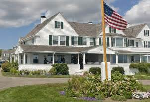 home to jfk kennedy clan banned from lawn at hyannis port in feud over
