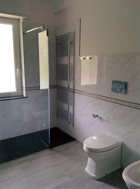 piatto doccia in muratura bagno con piatto doccia in muratura rivestito con mosaico nero