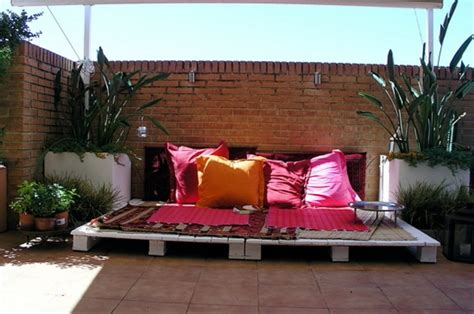 backyard lounge ideas 39 outdoor pallet furniture ideas and diy projects for patio